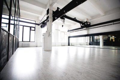 белый танцевальный зал аренда